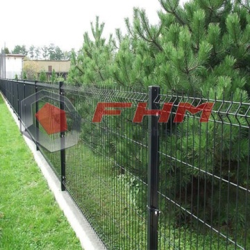 Triangle Bends Welded Wire Mesh Fence Green Color