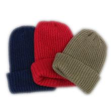 100 bonnets tricotés en acrylique