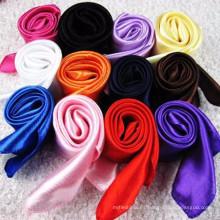 Nueva colección de moda 90 * 90 cm peso ligero dubai musulmán decorativo bufanda de rezo hijab 2017 bufanda de satén de seda de color sólido