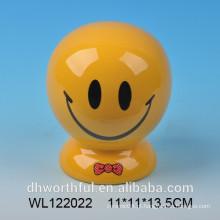 Banco de poupança de cerâmica de rosto sorridente
