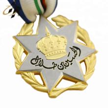 Personalizado troquelado oro mate y plateado doble placa medalla deportiva 3d con percha