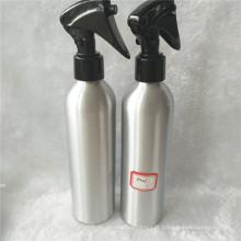 Bouteille en aluminium argentée de 250ml avec le pulvérisateur de déclencheur en plastique noir
