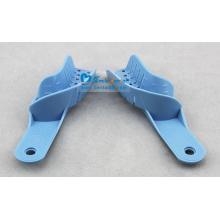 Abformlöffel mit blauer Farbe