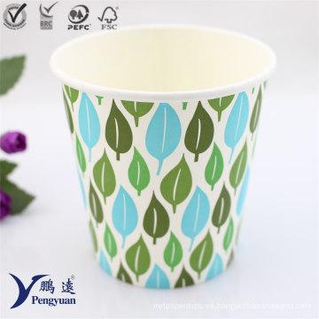 Bebida desechable del café del hielo que bebe la taza de papel