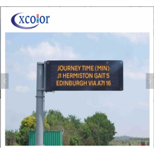 Panneaux de signalisation annonçant le panneau d'affichage mené par P10