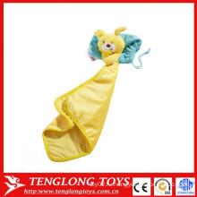 Медведь игрушка ребенок успокаивает полотенце желтый кролик ребенок успокаивает полотенце