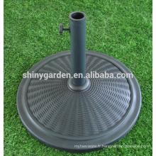 Base de parapluie écologique de patio de KMart avec la couverture en plastique et le remplissage de ciment en argent