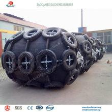 Défenses pneumatiques et amortisseurs de type remorqueur