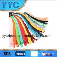 Fermetures à glissière en nylon n ° 3 pour l'utilisation de vêtements multicolores