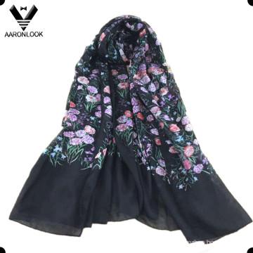 Foulard imprimé fleuri en soie pure