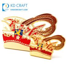 High Quality Custom Metal Brooch Pin Badges Hard Enamel Rose Gold Fiesta Carnival Luxury Rhinestone Crown Lapel Pins with Chain