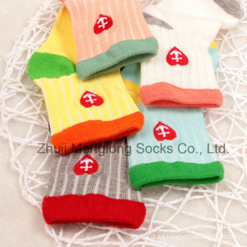 Wholesa; E buena calidad con bordado bebé algodón calcetines