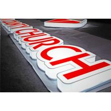 Изготовленные на заказ большие буквы для бизнеса