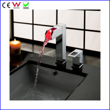 2015 New Self-Power LED Basin Faucet with Side Handle (FD15061F)