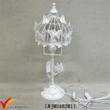 Wunderschöne verrostete weiße Metall-Tischlampe mit Schmetterling