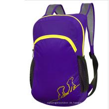 Im Freien purpurrote faltende Tasche, Rucksack der Kinder