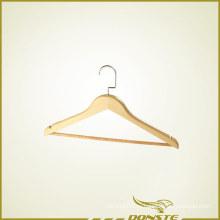 Деревянная вешалка для одежды
