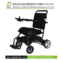 Faltbare behinderte Menschen benutzen Power Rollstuhl