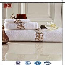 Toalha de luxo de algodão de logotipo personalizado tamanho em relevo para o hotel