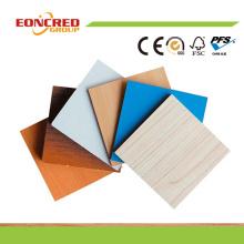 Großhandelspreis Holzmaserung Farbe / Weiß Farbe Melamin Wasserdicht MDF