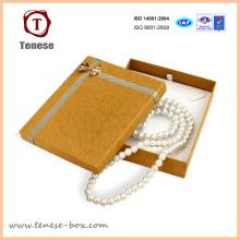 Collar de perlas doradas Caja de regalo de cartón