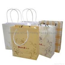 Con bolsos artesanales para ir de compras