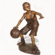 Decoración de jardín Bronce Life Size Boy Playing Basketball Sculpture