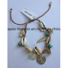 Ethnic Trend Shell Bracelet with a Leaf and Bird