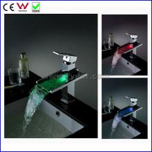 Torneira da torneira da bacia do diodo emissor de luz do bronze da cachoeira da poder 3 cores (FD15053F)