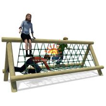 rede de escalada de corda de madeira ao ar livre para crianças