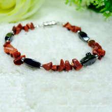 Nouvelle arrivée à la puce de pierre rouge naturelle avec Magnetic 4 perles de torsion latérales Bracelet élastique bracelet en pierres précieuses à la main