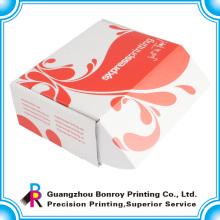 Caja reciclada corrugada blanca de cartón pequeña de color