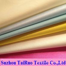 Satén tejido de poliéster de alta calidad para las mujeres vestidos, prendas de vestir