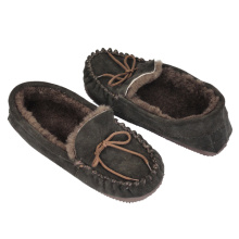 OEM for Mens Real Sheepskin Slippers mens sheepskin moccasin genuine shearling black slippers supply to Iraq Exporter