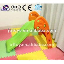 Equipo de patio interior para niños