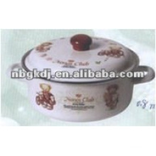 enamel seafood pot with wooden knob and full design