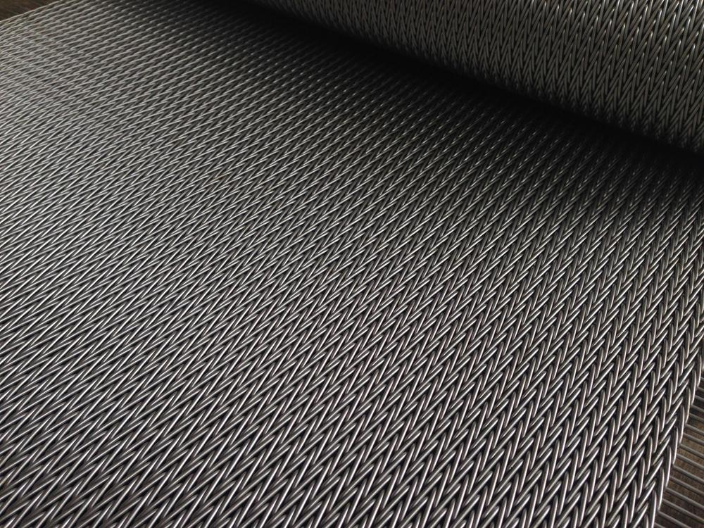 Herringbone mesh belt