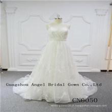 Encantador e sexy vestido de noiva