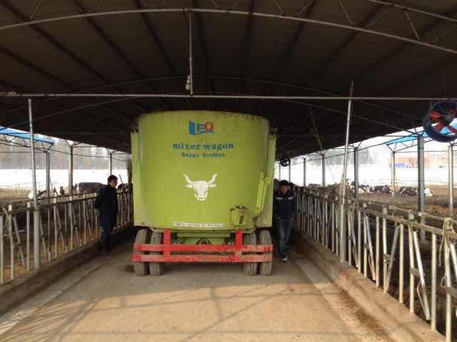 TMR feeding mixer