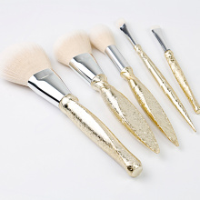 Fashionable and charming makeup brush set for beginners