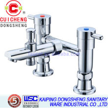 Mezclador de grifo para bañera / ducha mezclador de doble manija 108043