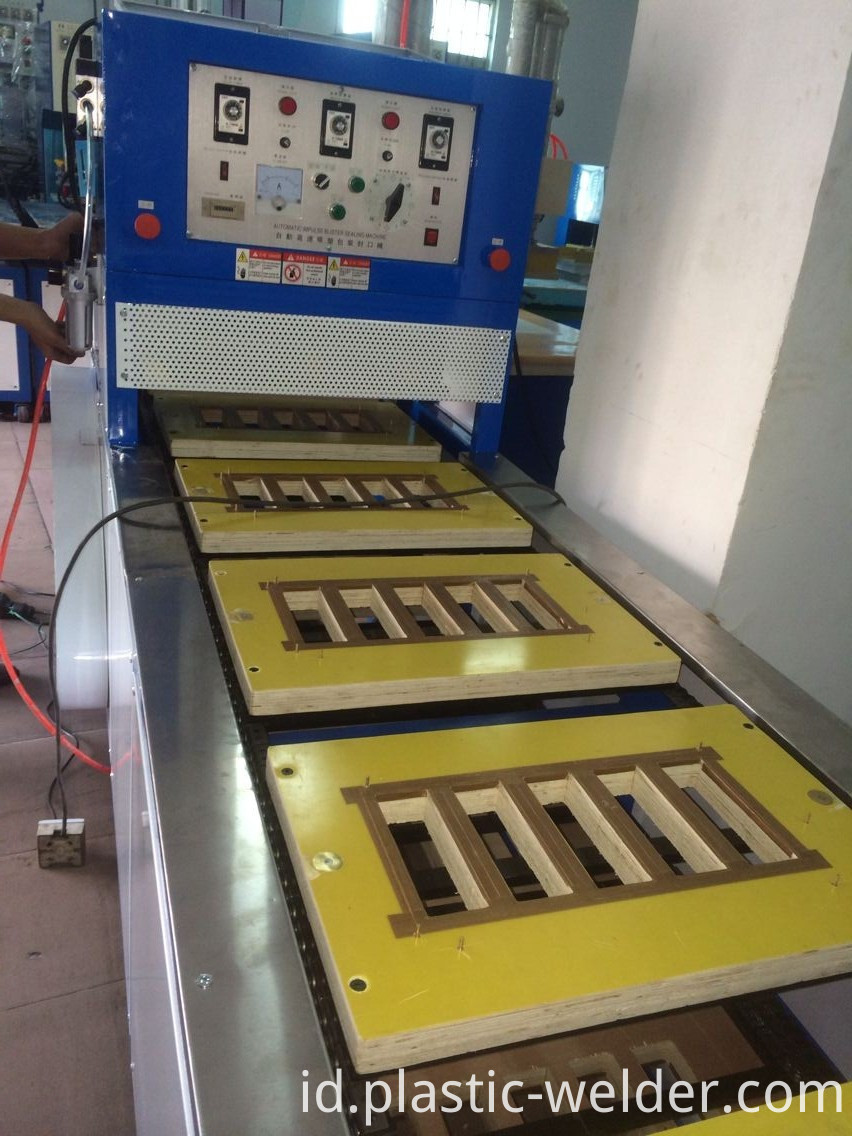 12working stationsAutomatic sealing machine