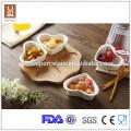 Hochwertige Keramik 4pcs Herzform Gericht mit Bambus-Tablett
