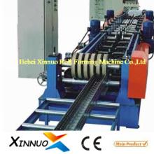 Machine de fabrication de chemins de câbles