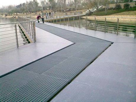 steel grating walkway park