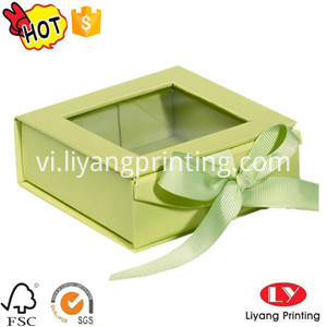 folding box with window