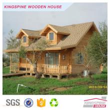 Сборный деревянный бревенчатый дом на ферме