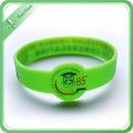 Kundenspezifisches Logo Design-Silikon-Armband, das Maschine herstellt