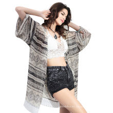 La rebeca del beachwear del traje de baño del verano viste las mujeres que imprimen el pareo de la playa de la gasa