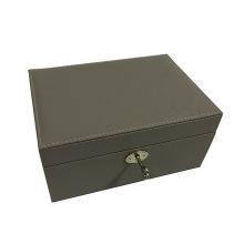 Boîte à bijoux grise avec serrure